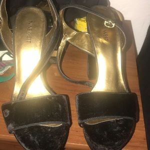 Nine West velvet shoes